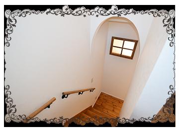木の階段と木の手摺