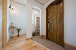 シューズクロークのアーチが可愛い玄関エントランス