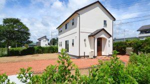 自然素材満載のシンプルでかわいい家