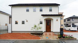 漆喰塗り壁のかわいいお家