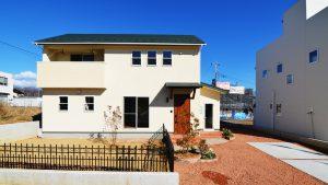 漆喰塗り壁が可愛い新築住宅の外観2