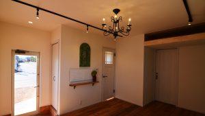 漆喰塗り壁が可愛い新築住宅の内観2