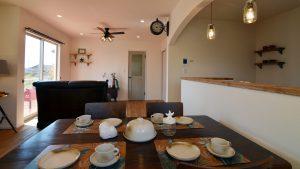 くつろぎのカフェスタイルのお家 ダイニングテーブル