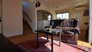 くつろぎのカフェスタイルのお家 日差しが心地良いリビング