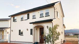 レンガの玄関アーチが可愛い自然素材のローコスト住宅 外観