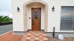 レンガのアーチが可愛い玄関